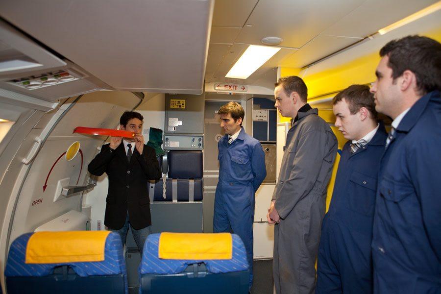 Αποτέλεσμα εικόνας για ryanair cabin crew